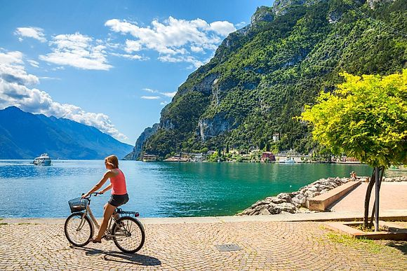 ITALY OF THE LAKES> Garda Lake Must-see destination in the regions of Lombardy, Veneto and Trentino-Alto Adige