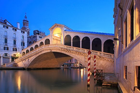 Focus > Rialto Bridge The most famous places in Italy: exclusive images from Simephoto