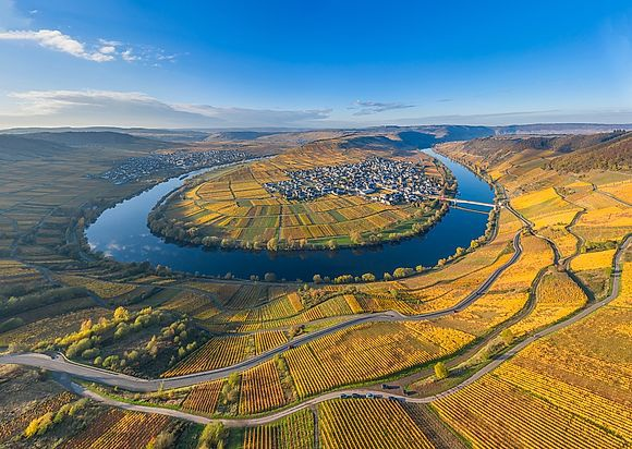 NEW IMAGES > Moselle Valley A flight through the golden Moselle Valley